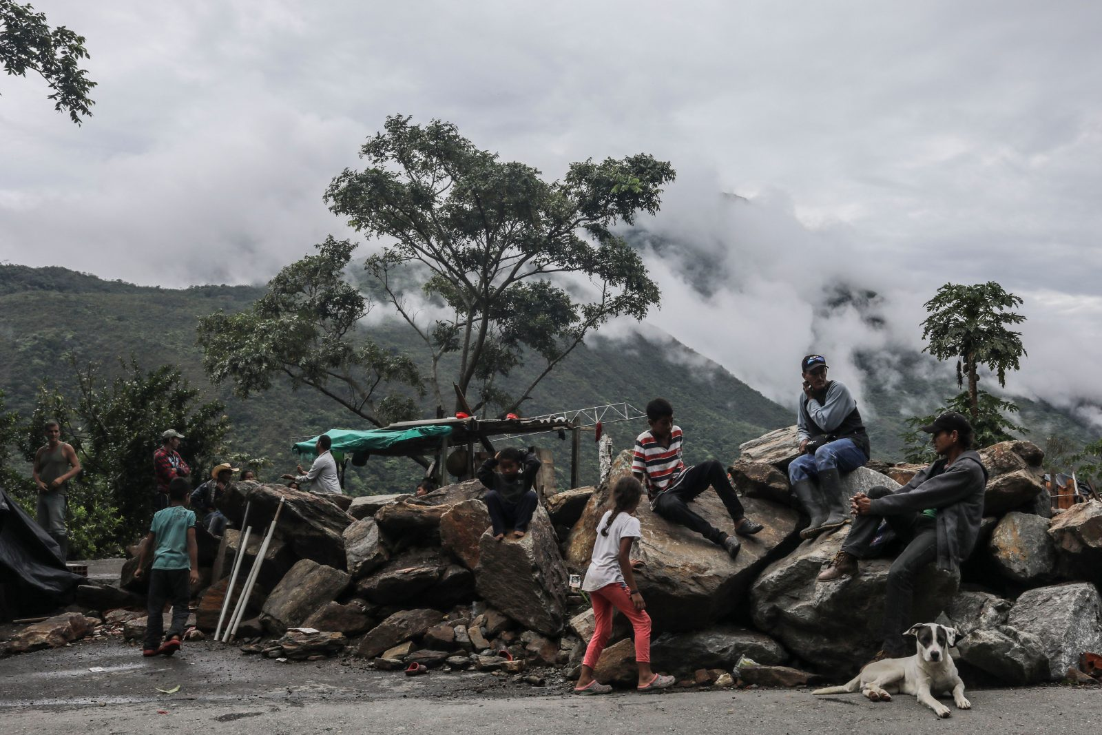 Families evacuated from their homes near EPM's Hidroituango dam, which was financed by Canada's export bank, in May 2018. Photo byJoaquin Sarmiento/AFP/Getty Images.