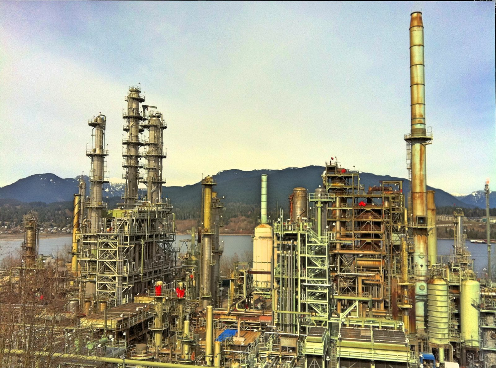 Chevron oil refinery in BC Canada. Photo by Kyle Pearce, CC BY-SA 2.0. https://creativecommons.org/licenses/by-sa/2.0/
